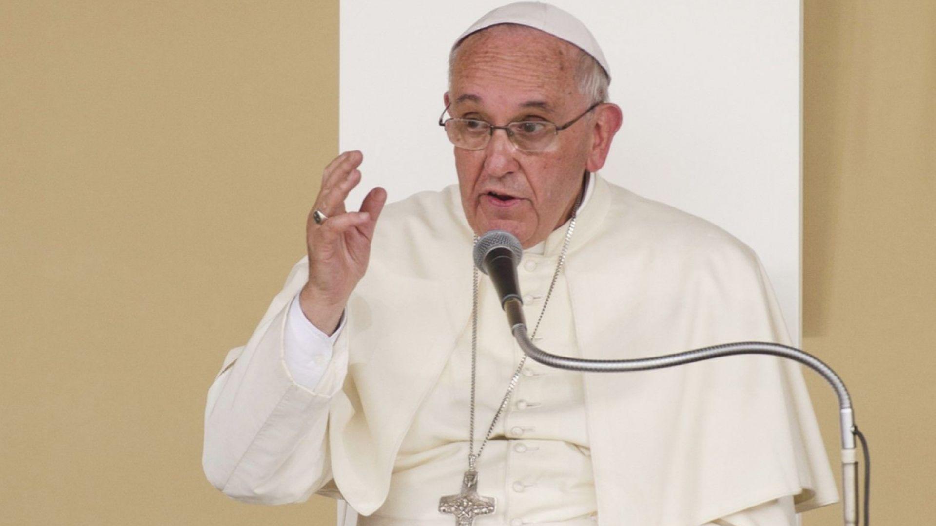 Папата нарече клюките форма на тероризъм