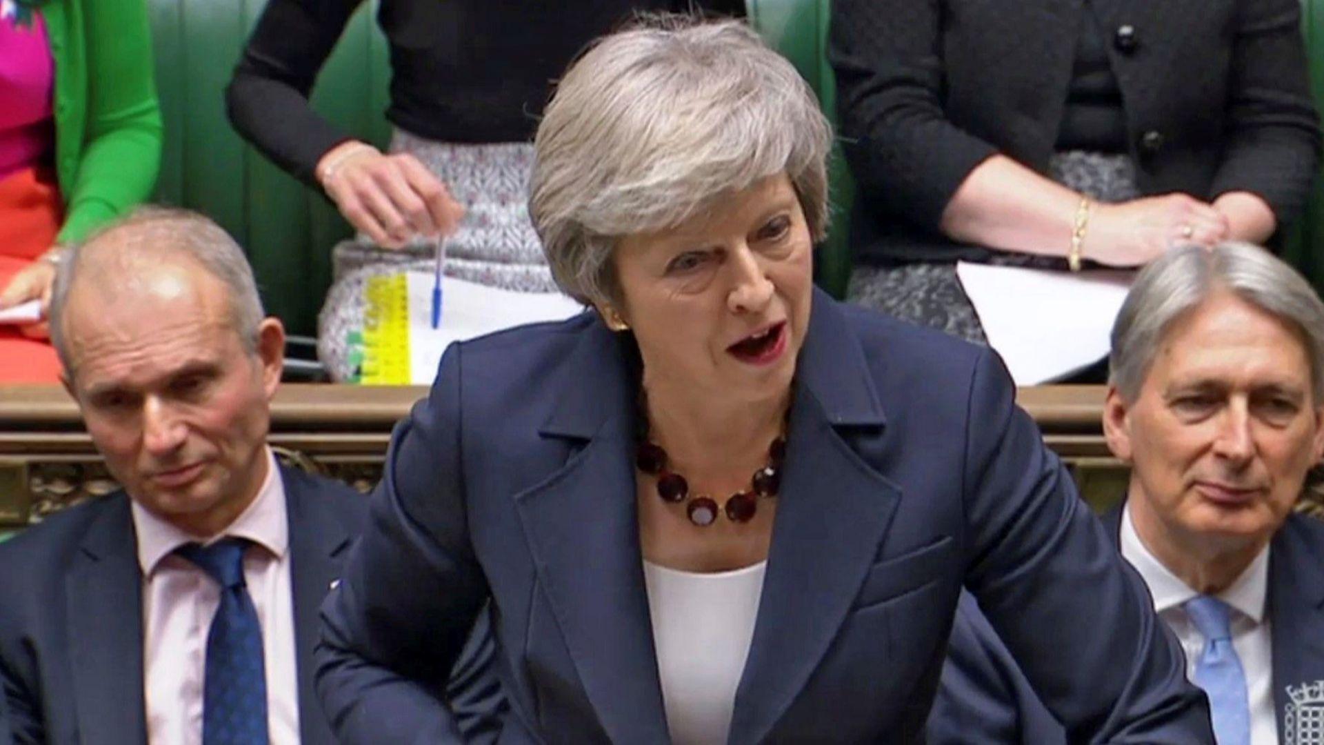 Без новини от Лондон, Консервативната партия ще иска оставката на Мей