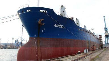 Продават кораб на търг във Варна, за да платят на екипажа