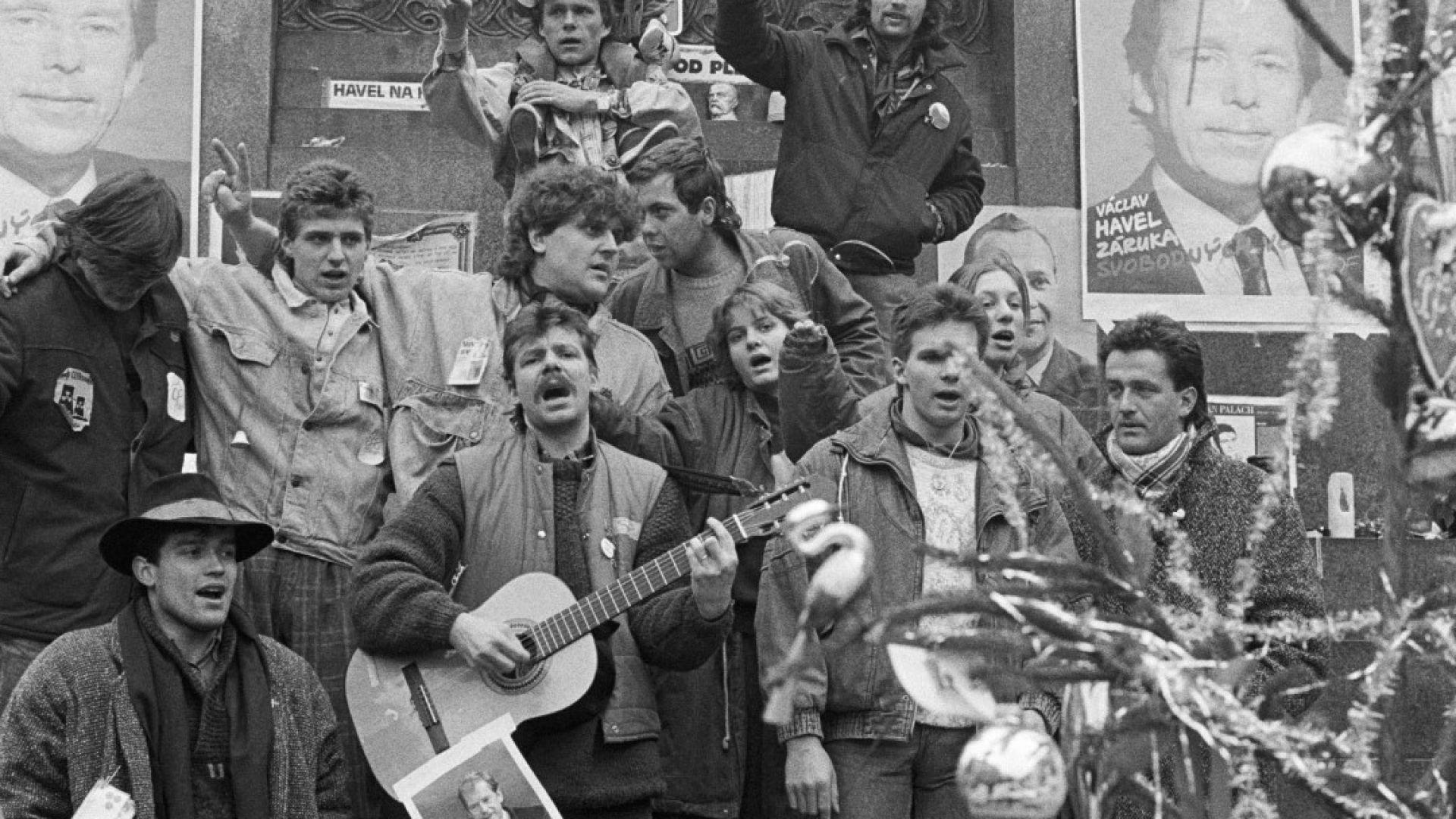 Денят, в който започна Нежната революция в Чехия (снимки и видео)