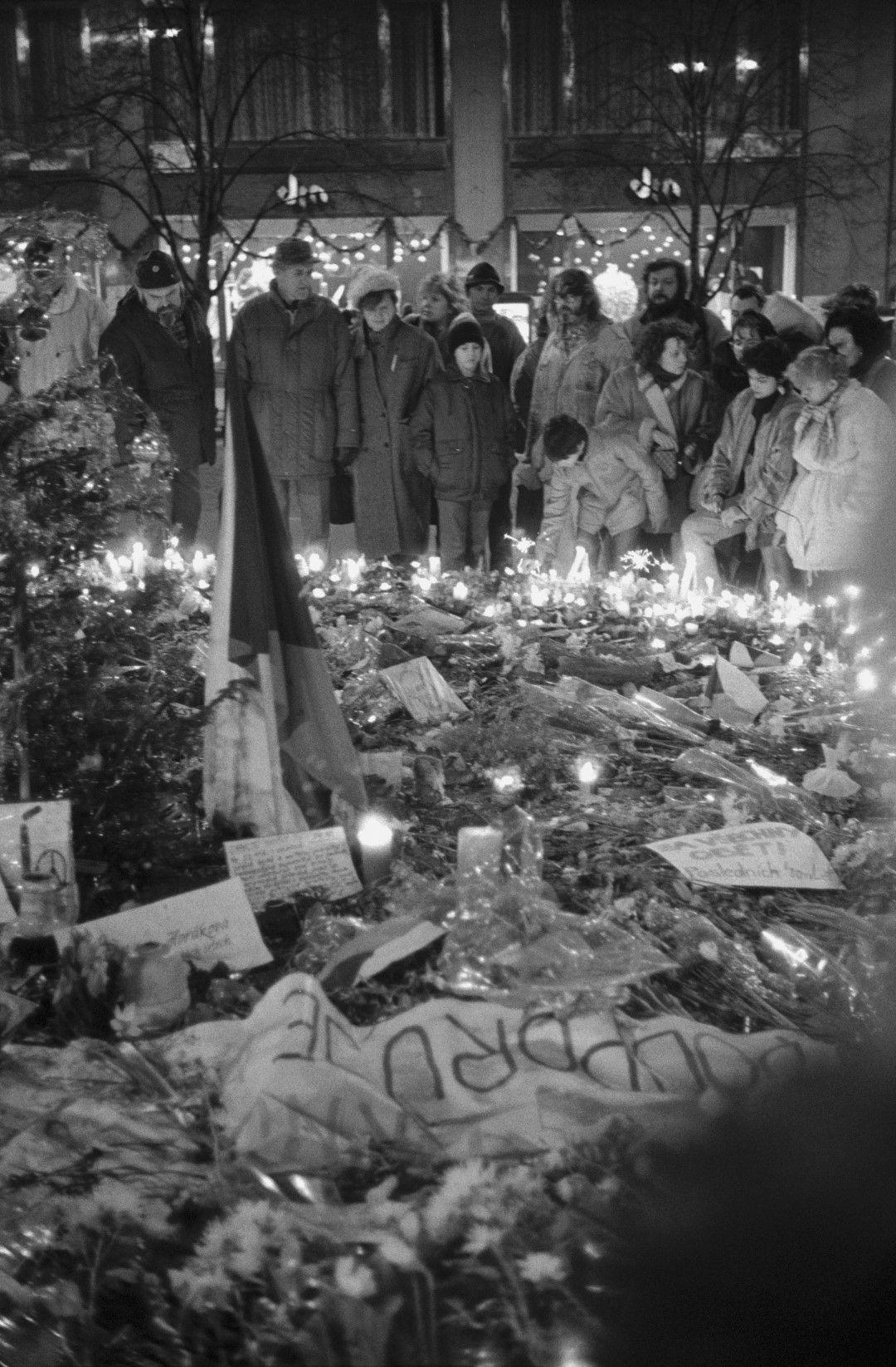 Стотици студенти са ранени при потушаването на демонстрацията на 17 ноември, но това само дава тласък на революцията