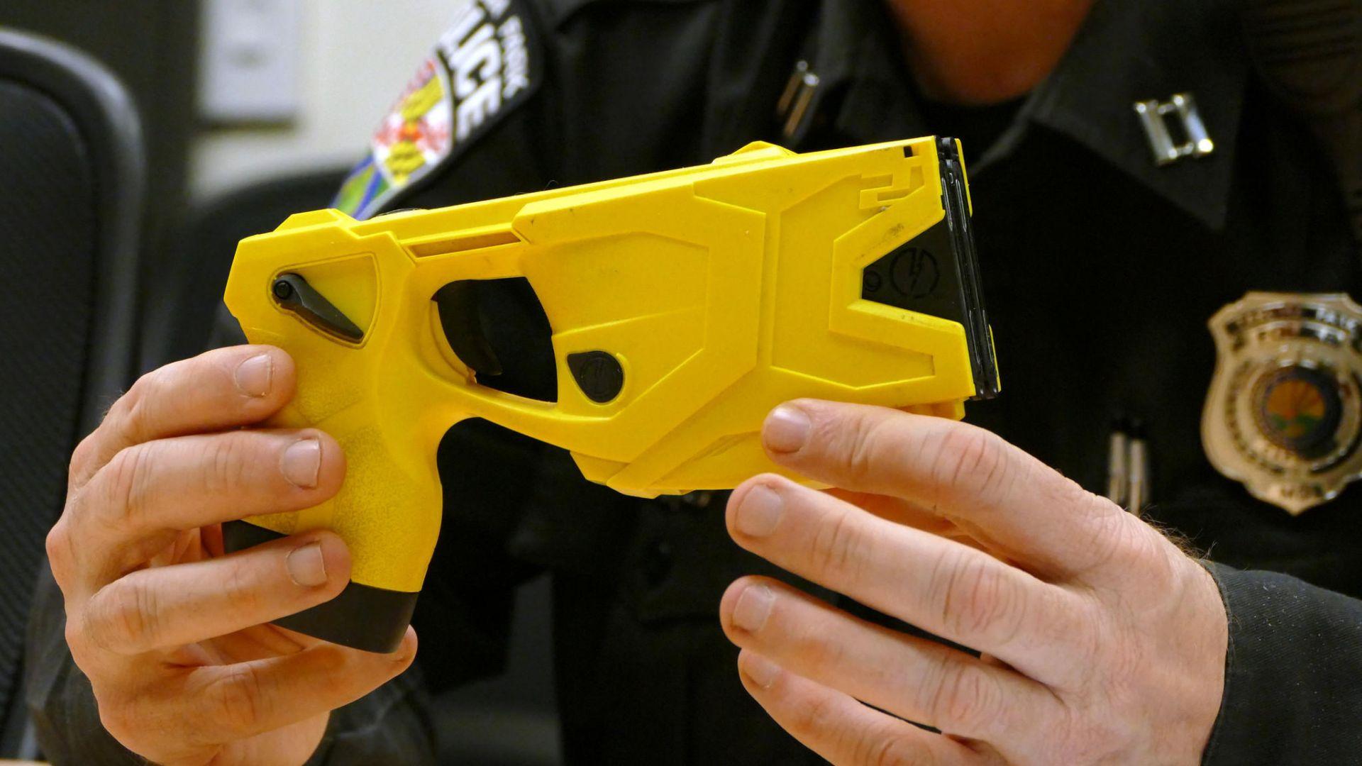 Създадоха, звънящ на полицията, несмъртоносен пистолет