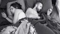 Отчуждение: Фотограф премахва мобилните джаджи от снимките си