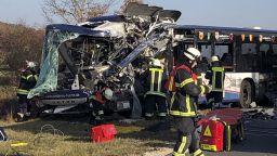 Челен удар между два автобуса с ученици, десетки са ранени