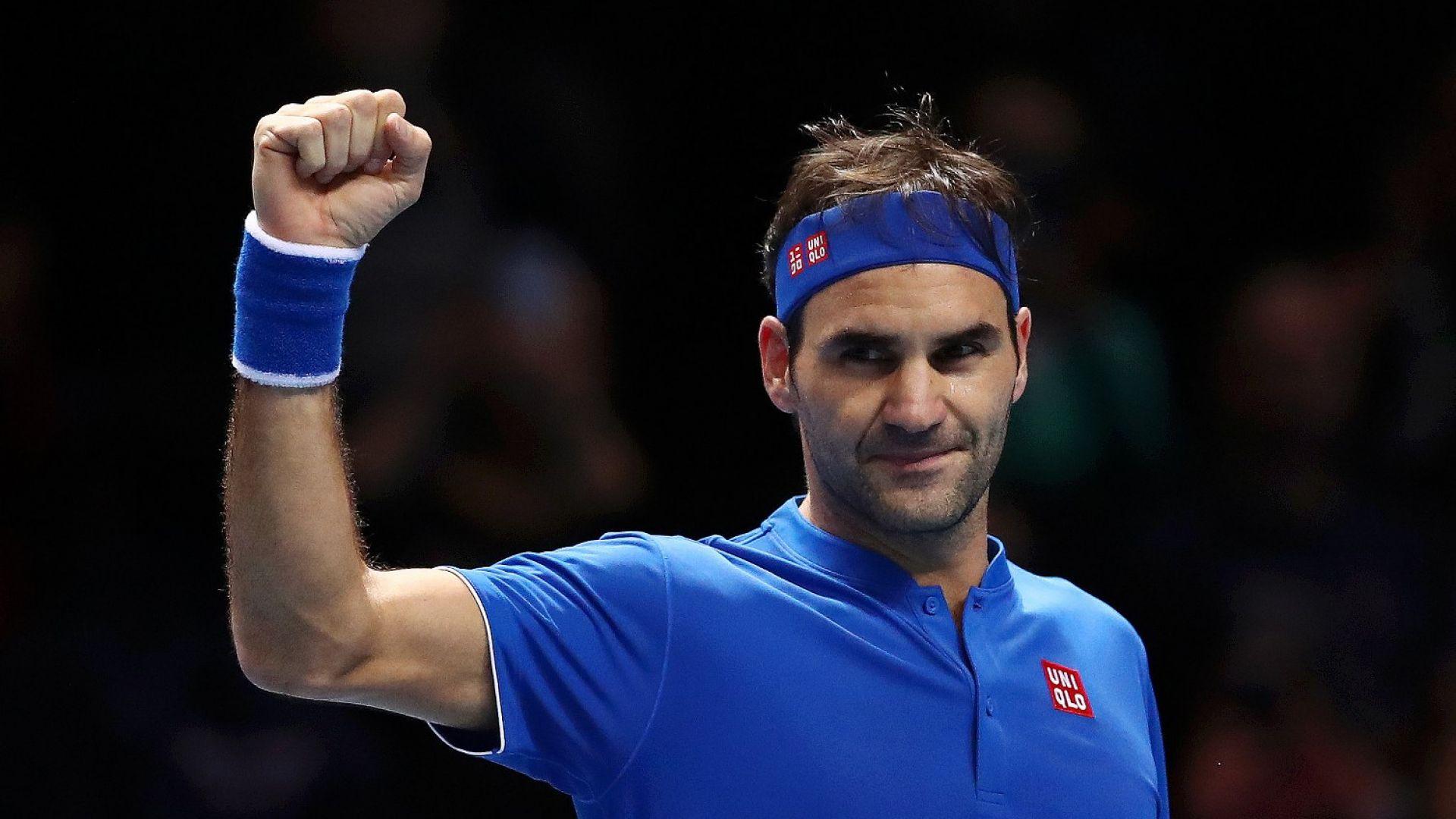 Несломим Федерер е на две победи от титлата в Лондон