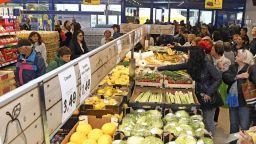 Българите харчат най-много за  храна, след това за ток, вода и горива
