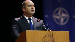 Радев готов да разговаря с Борисов, но за корупцията