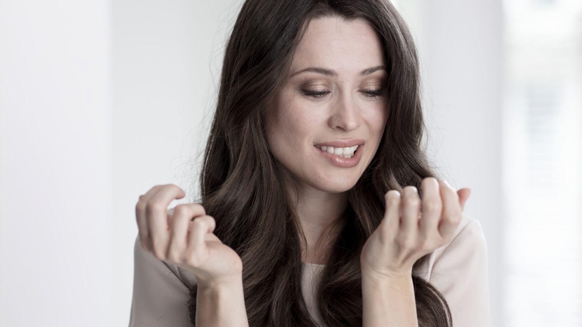Как мога да се грижа за напукана кожа на ръцете и ходилата ми