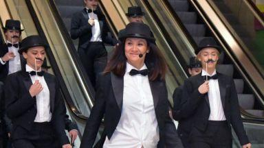 Мариана пя и танцува в метрото по-малко от 2 месеца след раждането