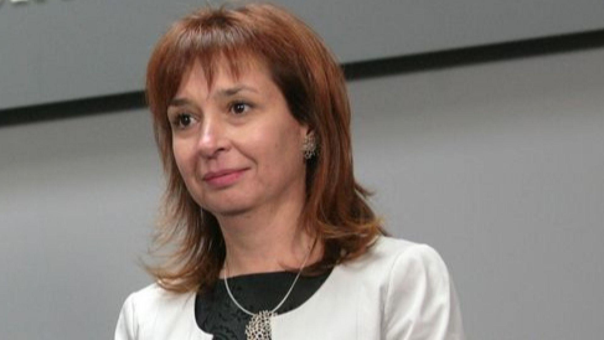 Дългият отпуск по майчинство може да насърчи млади българи да