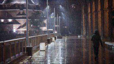 Първи сняг в София, снегорините са в готовност