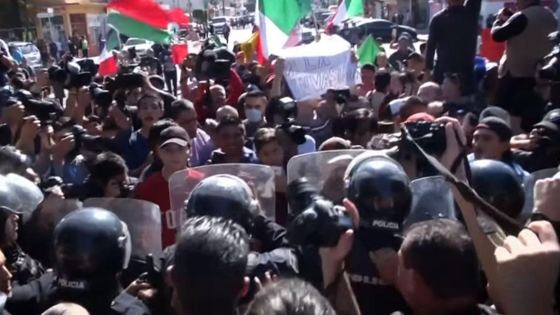 Жители на Тихуана излязоха на протест срещу кервана от мигранти,