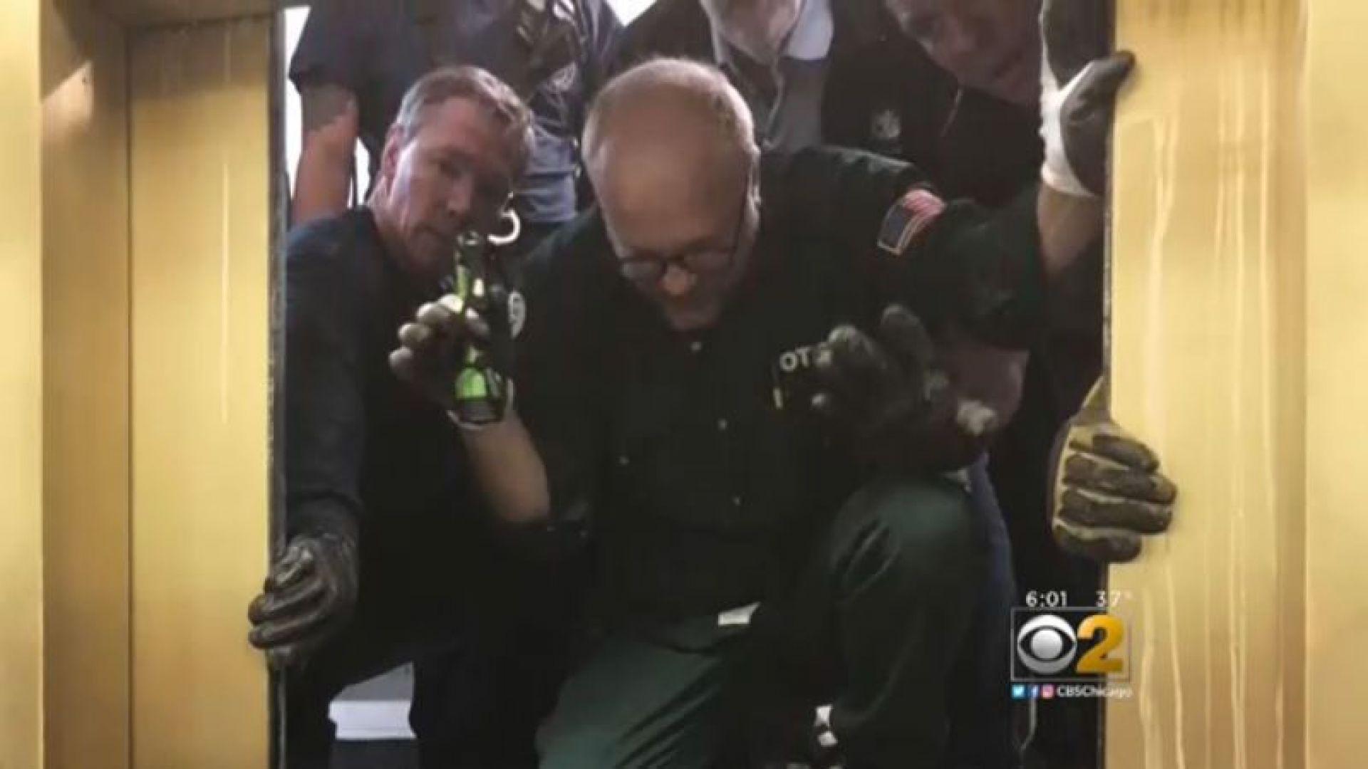 Асансьор с шестима души пропадна от 95-ия етаж в Чикаго (видео)