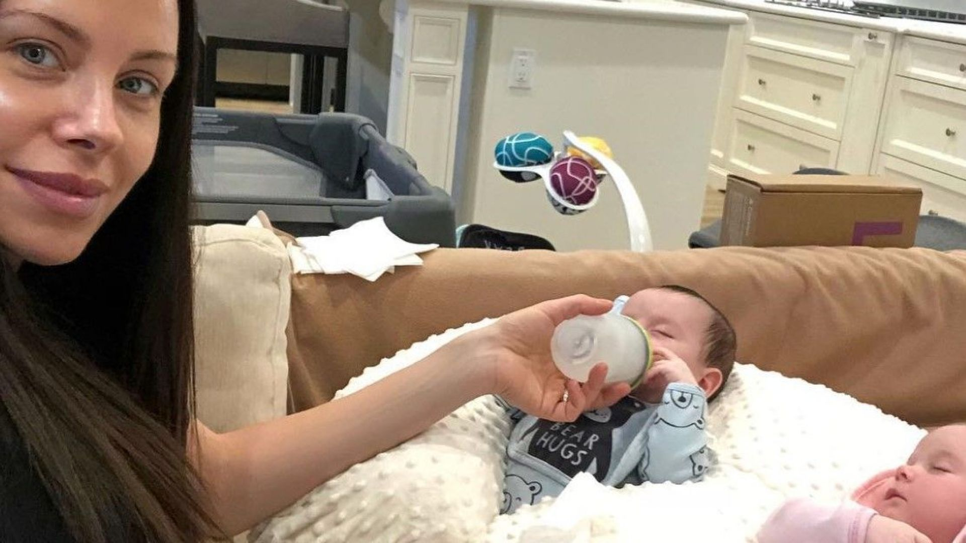 Теди Бургазлиева показа за първи път близнаците