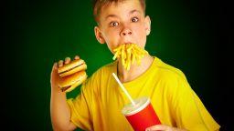 Недоспиването при децата води до вредни навици