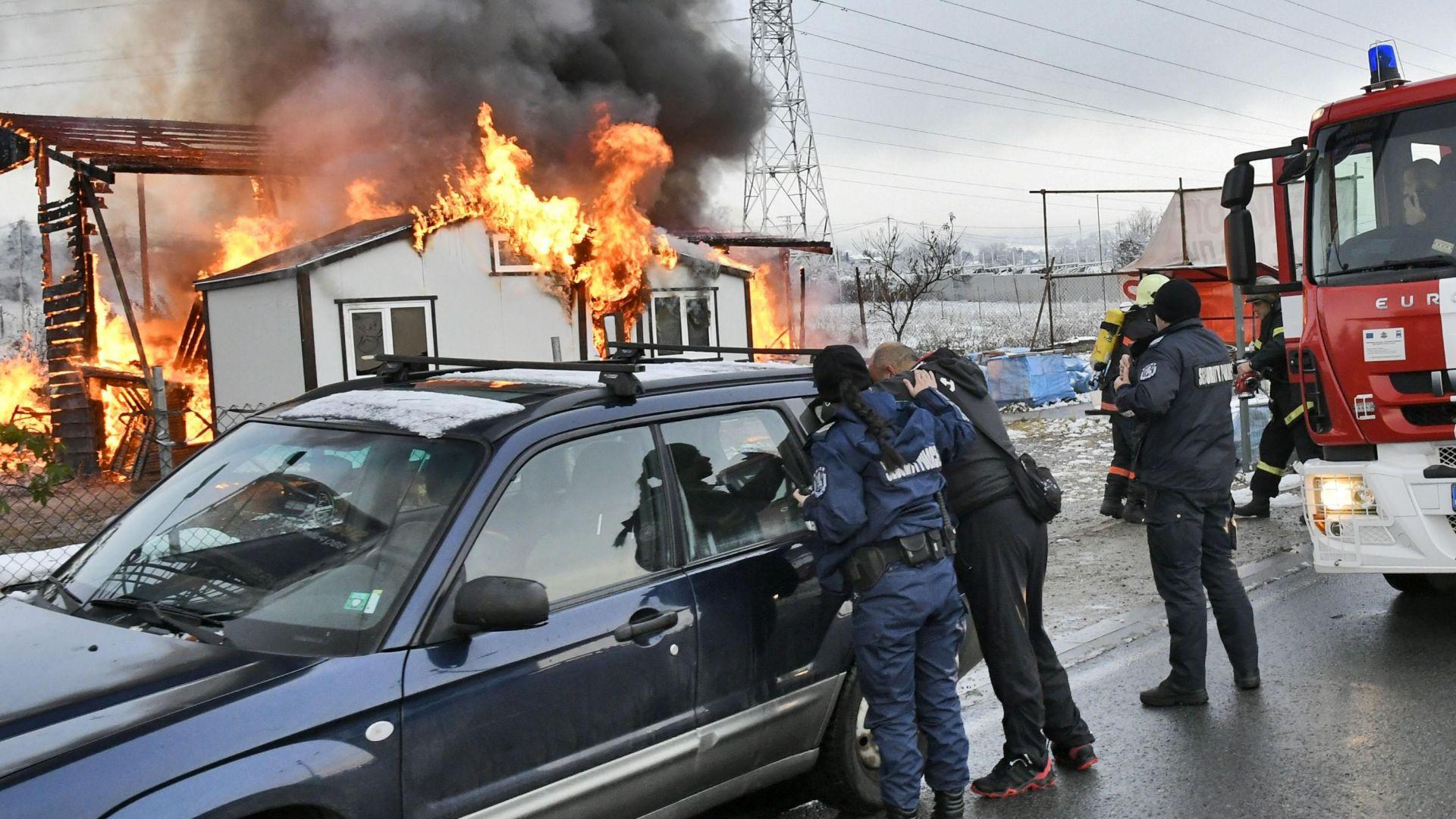 Пожар унищожи изцяло склад за строителни материали, намиращ се на