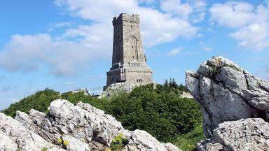 """Паметникът """"Шипка"""" и крепостта """"Баба Вида"""" набират финансиране за реставрация"""