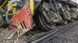 Товарен влак с пропан-бутан дерайлира в Пловдив