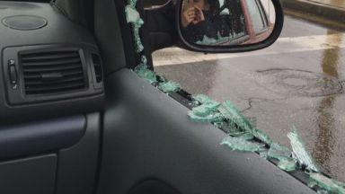 Нова порция агресия на пътя, мъж разби стъклото на кола с юмрук
