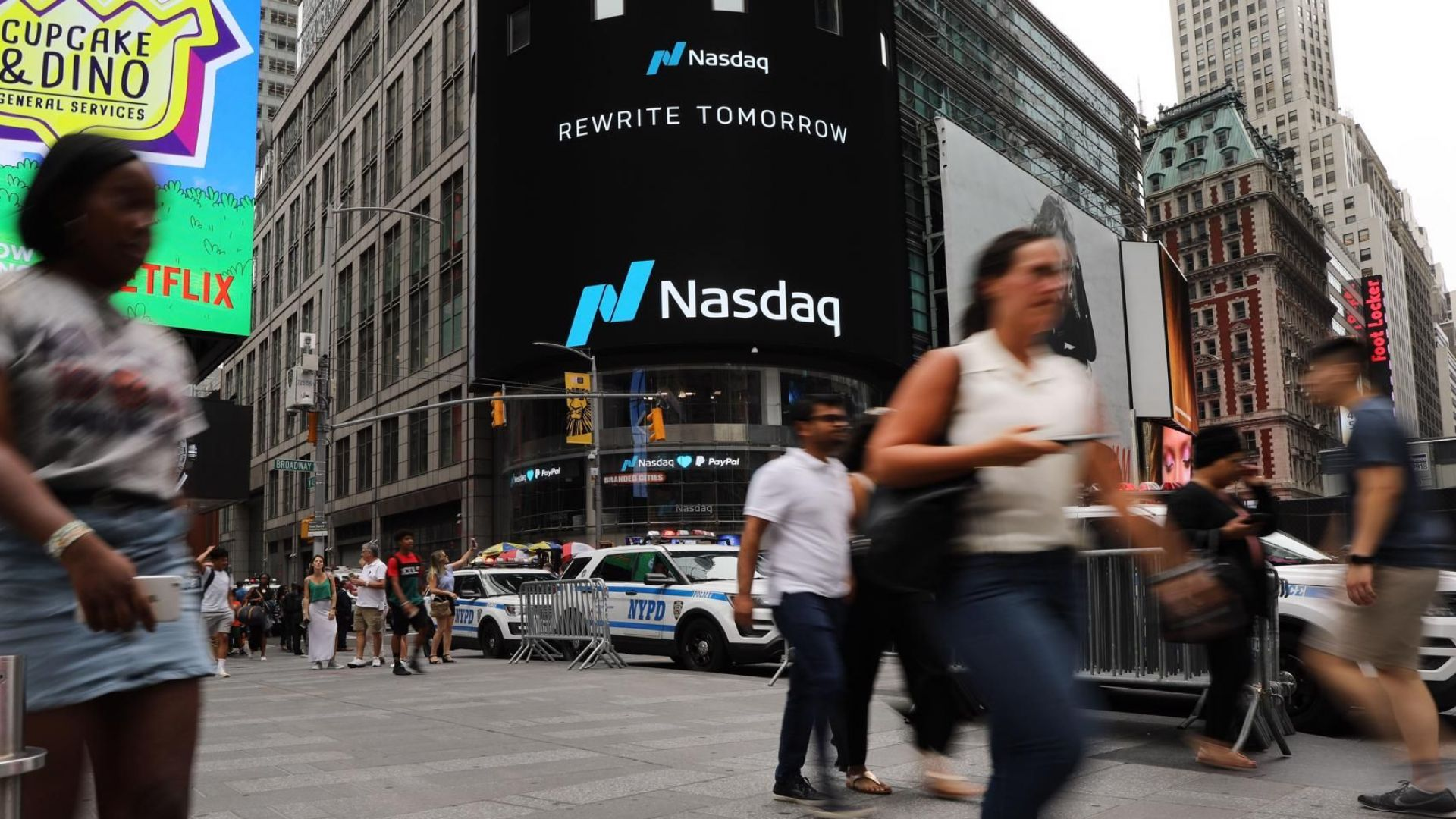Акциите на Apple и Facebook поевтиняват