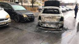 """Пожар изпепели кола в столичния квартал """"Млaдост"""""""