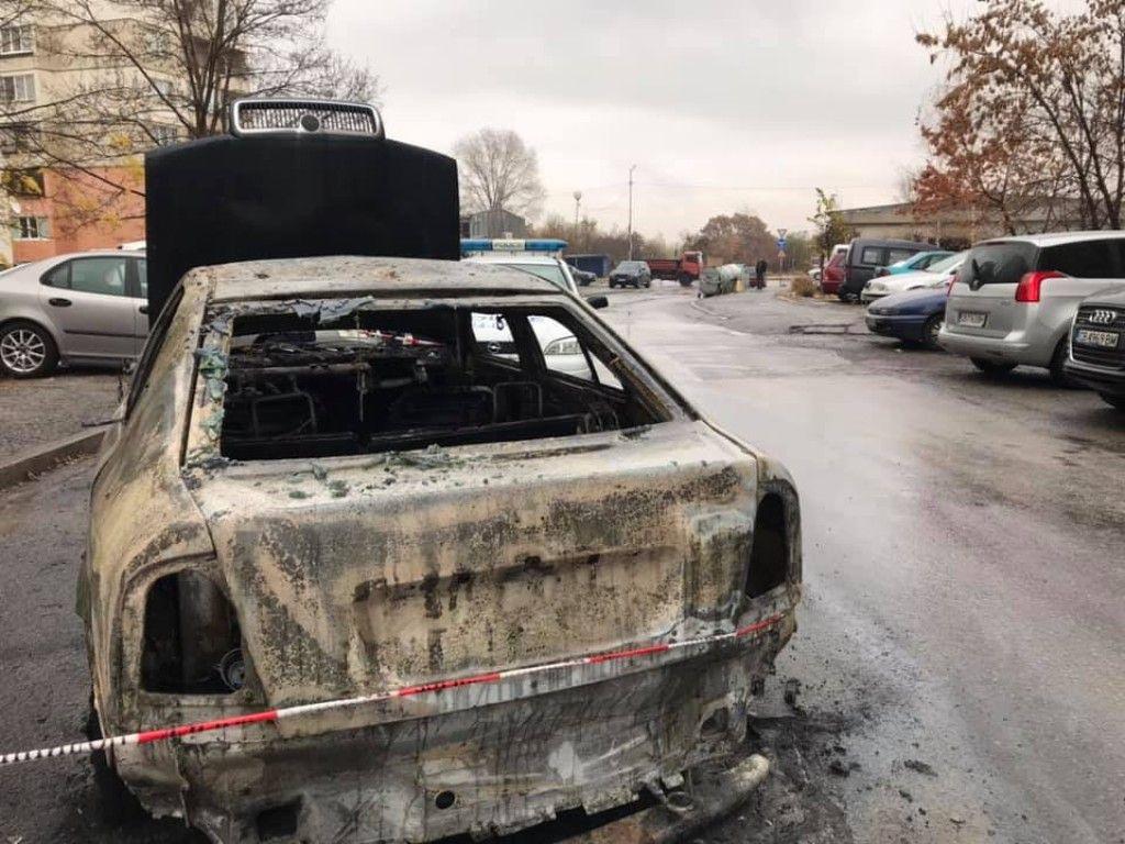 Собствениците на колата имат съмнение за умишлен палеж