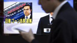 Калъфът, в който се скри Карлос Гон, не минал през скенер в Япония