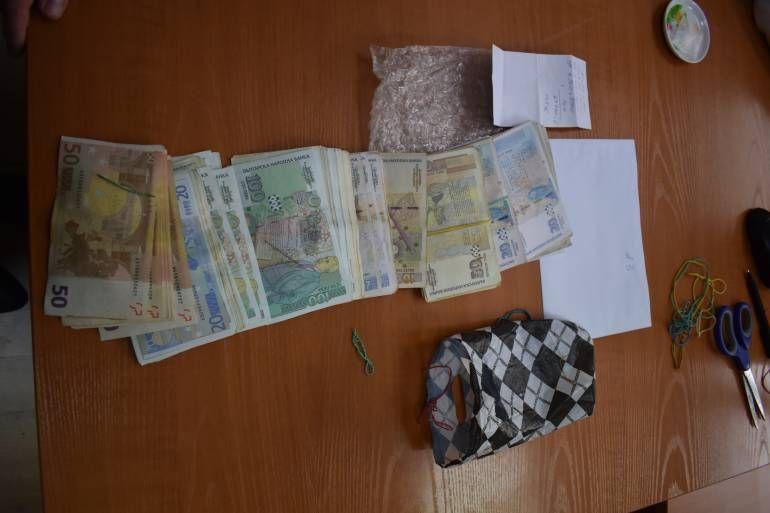 Специализираната прокуратура иззе валута и левове, равняващи се на 427 000 лв., от банкова касета на главния секретар на Държавната агенция за българите в чужбина