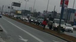 Автомобил прегази пресичаща Околовръстното шосе в София