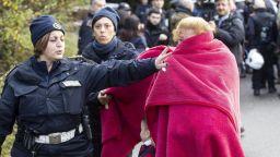 """""""Купонът свърши!"""": италианската полиция конфискува мафиотски вили при акция в Рим"""