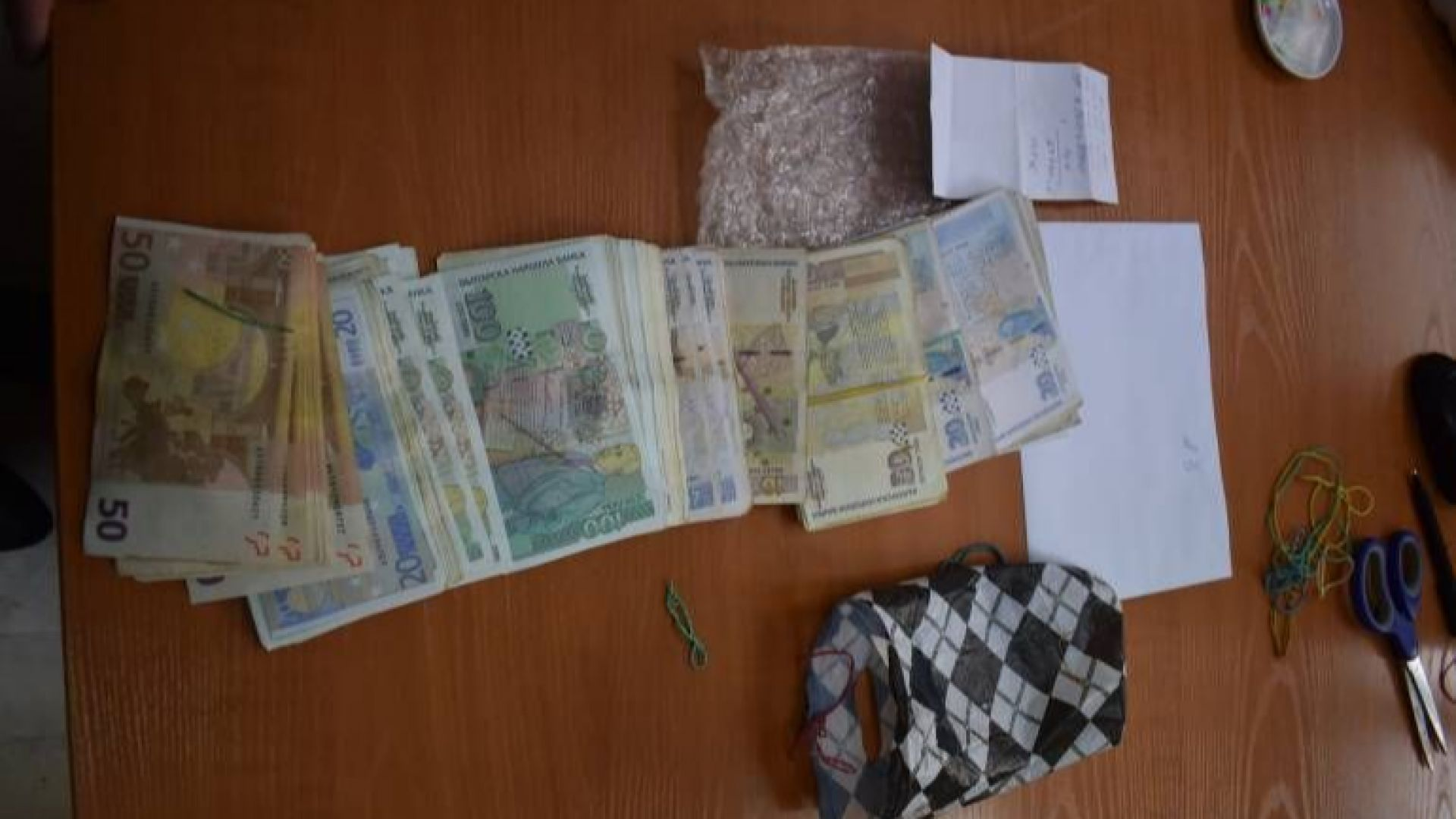Специализираната прокуратура иззе валута и левове, равняващи се на 427