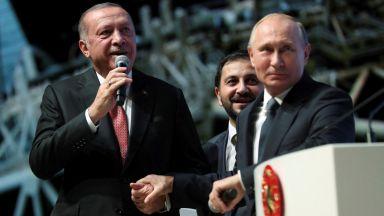 Защо Путин се прави, че има какво да празнува?