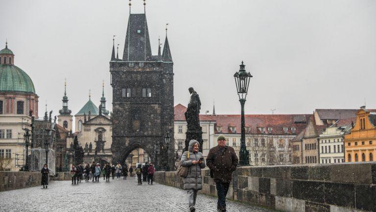 Чешкото правителство нареди да спрат работа повечето магазини и услуги