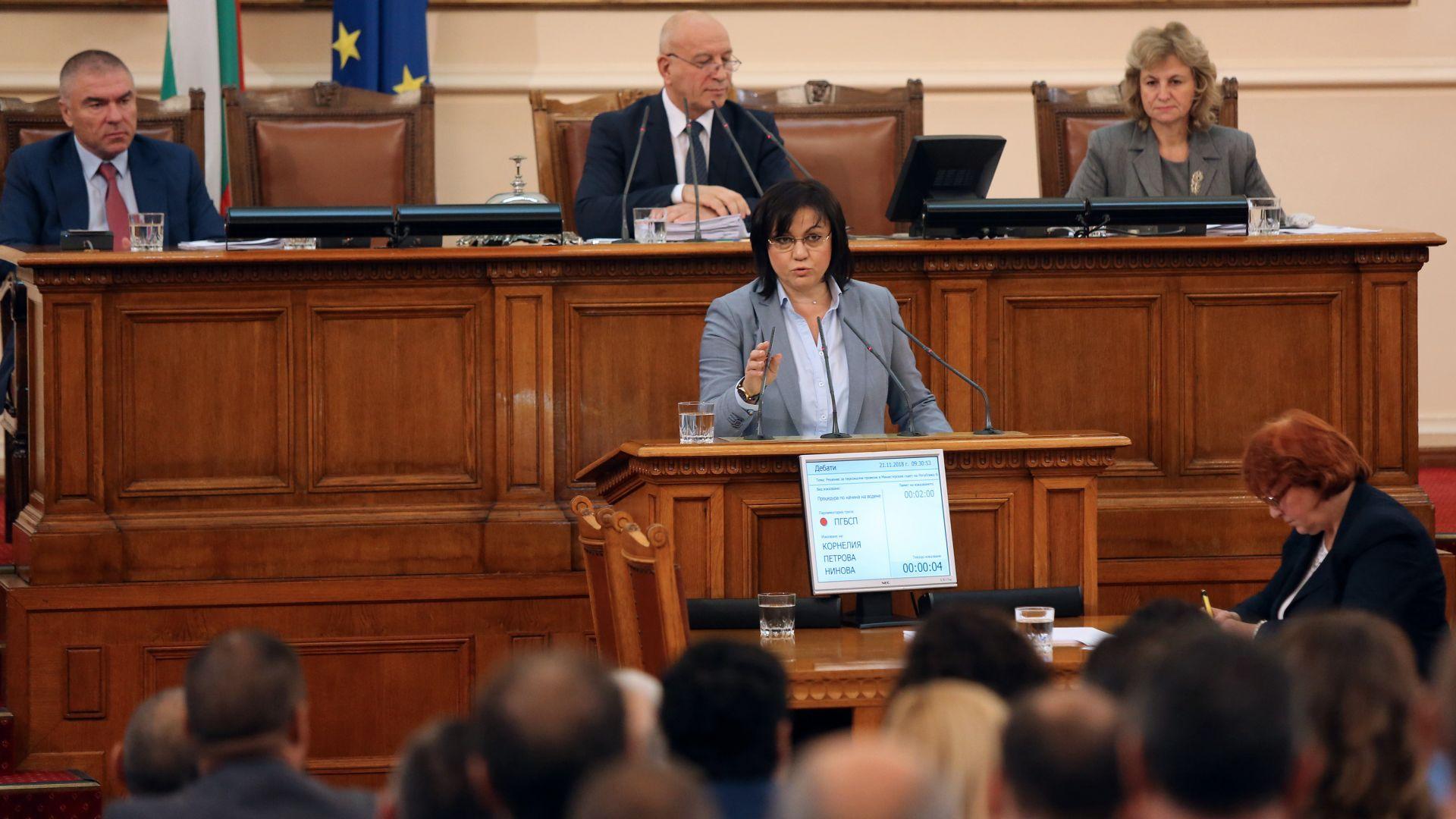Цветанов и Нинова влязоха в остър спор по време на дебата за оставка на Симеонов