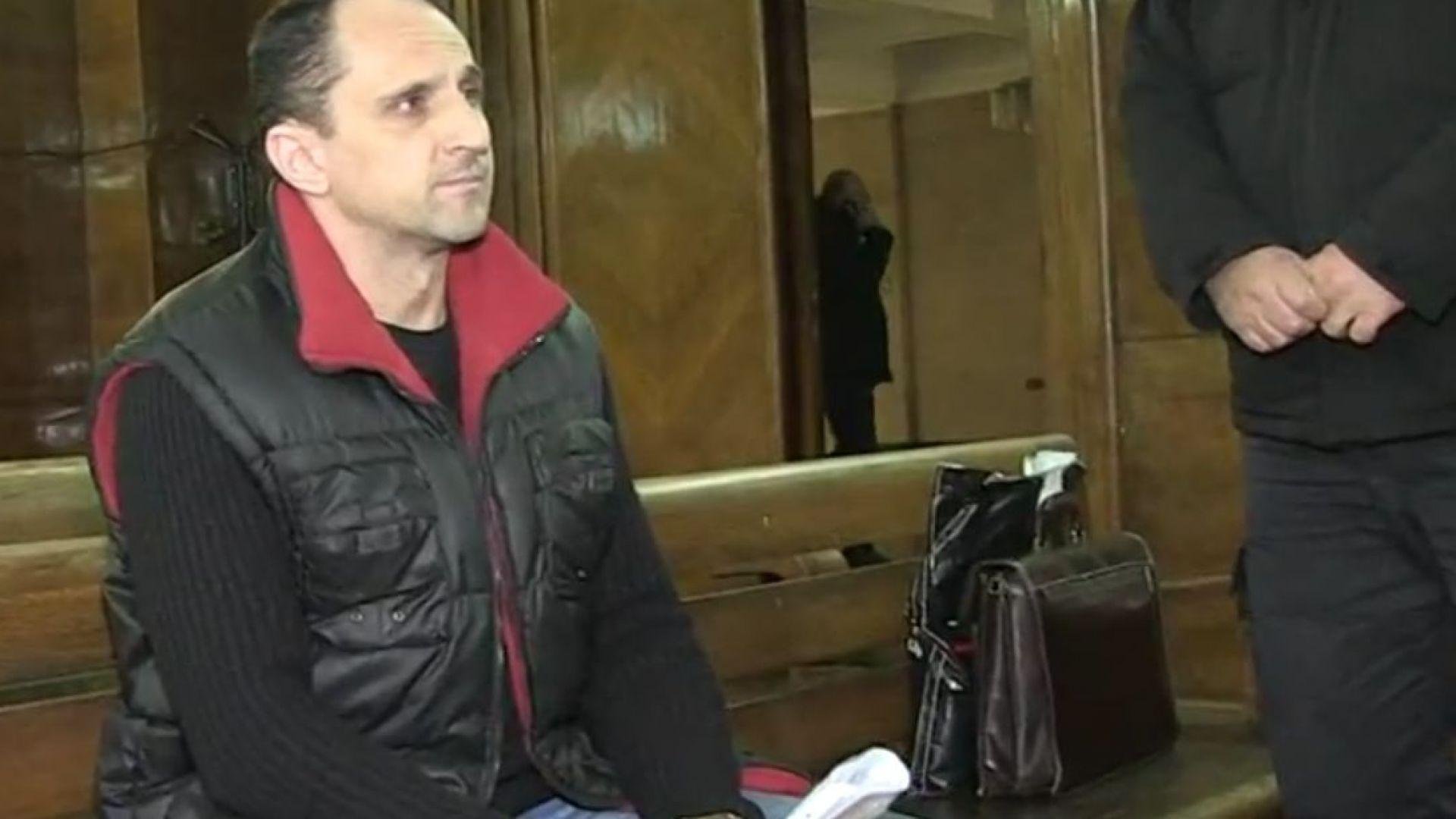 Съдят учител за блудство с ученички в Русе