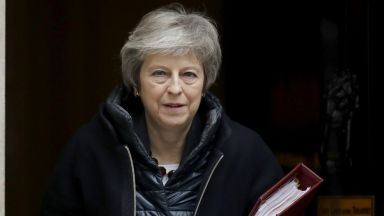 Преговорите за Брекзит в Брюксел продължават, споразумение все още няма