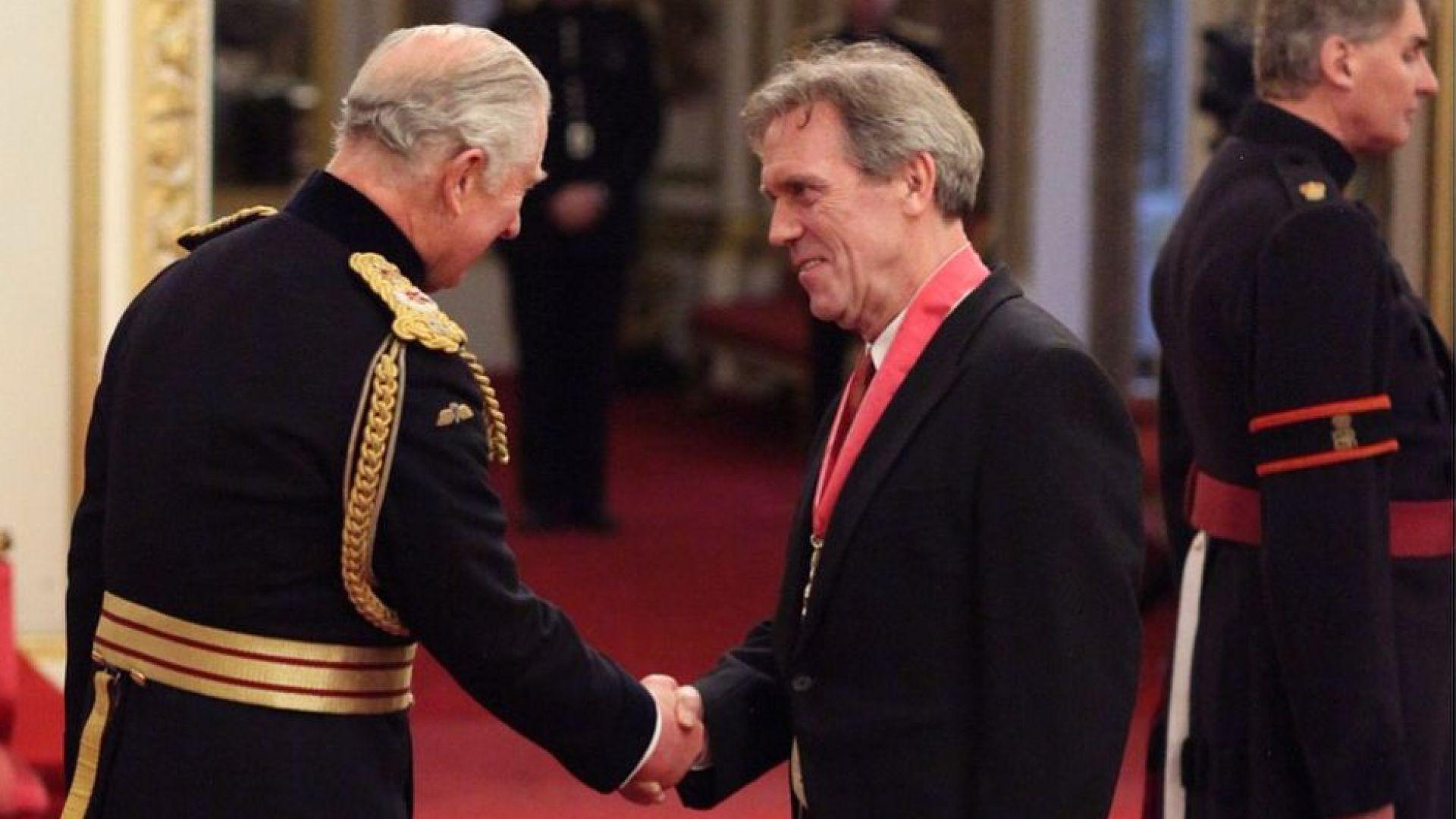 Хю Лори стана командир на Ордена на Британската империя