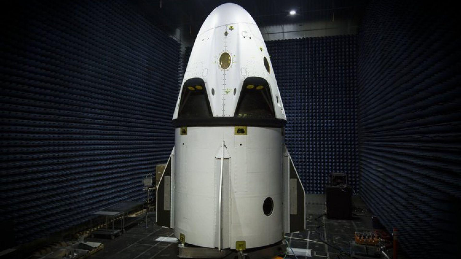 Космическият кораб на SpaceX полита утре