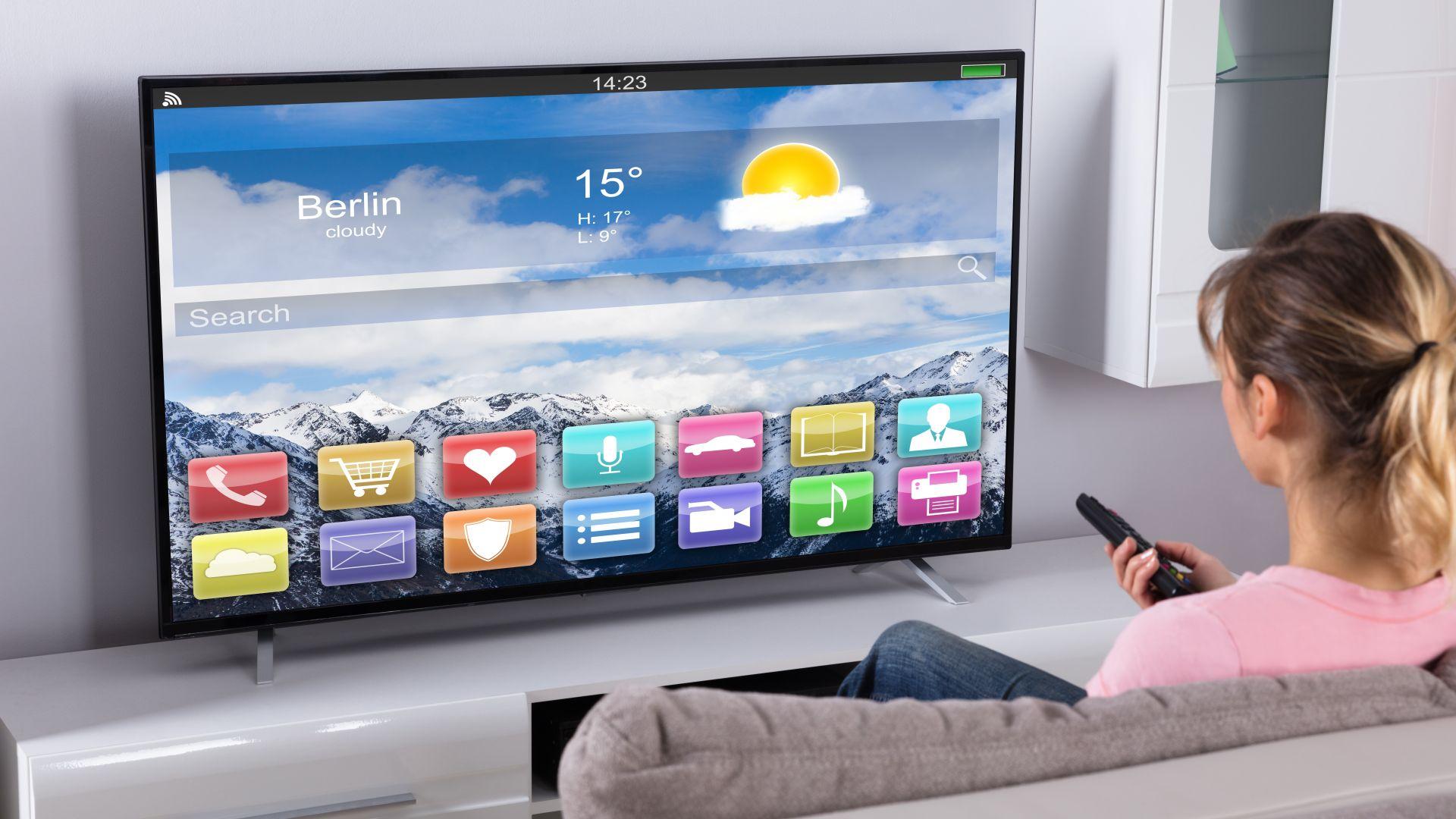 """Евростат: Само 4% от българите ползват """"умни"""" телевизори за Интернет, игри или пазаруване"""
