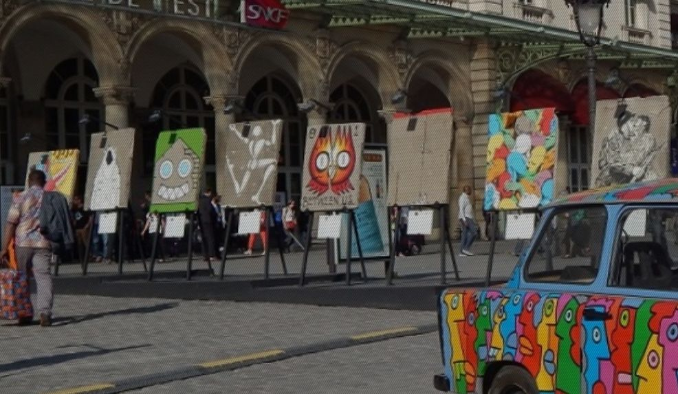 Единствената пътуваща колекция с 30 произведения рисувани от световноизвестни художници върху фрагменти от Берлинската стена