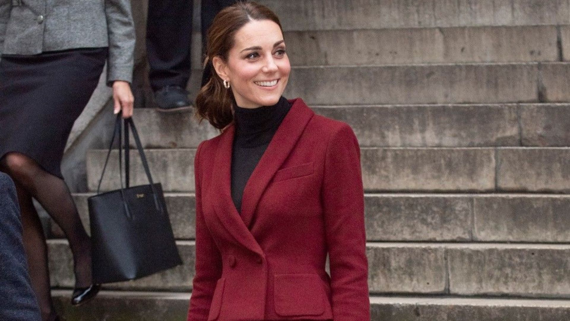 И Кейт избра бургундско червено