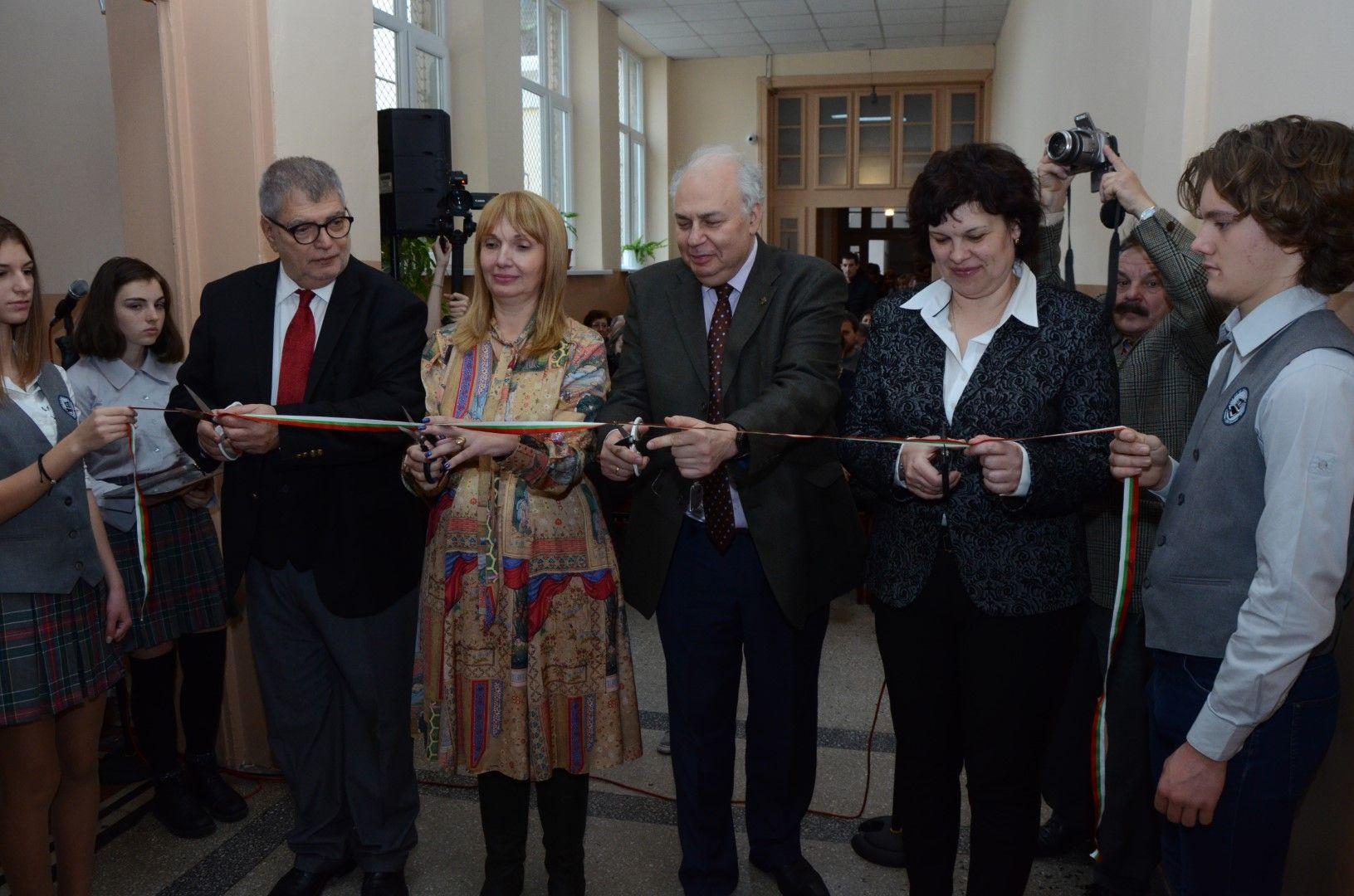 Прерязаха лентата на новия Център за природни науки
