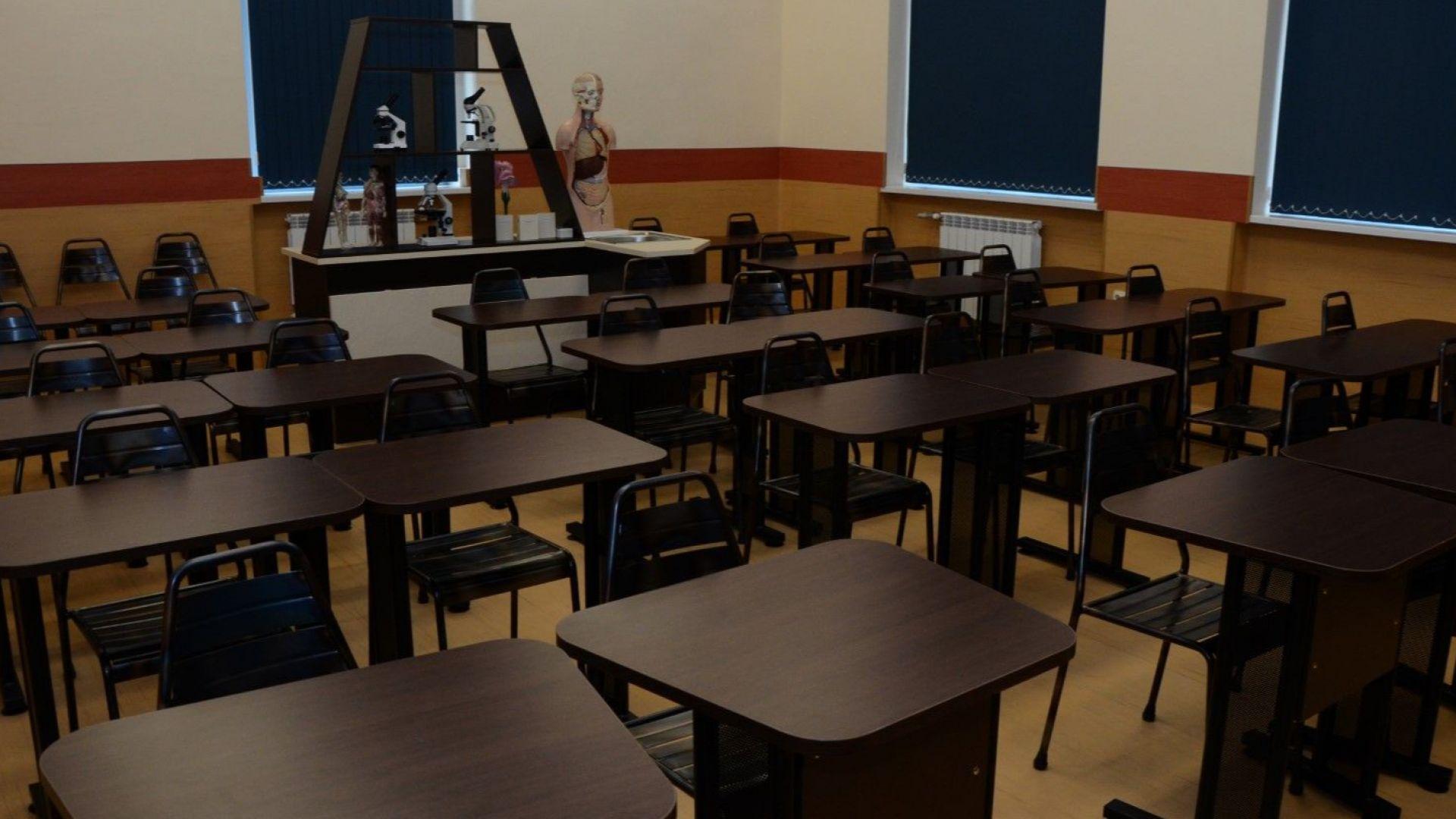 Центърът по природни науки в училището  разполага с две зали