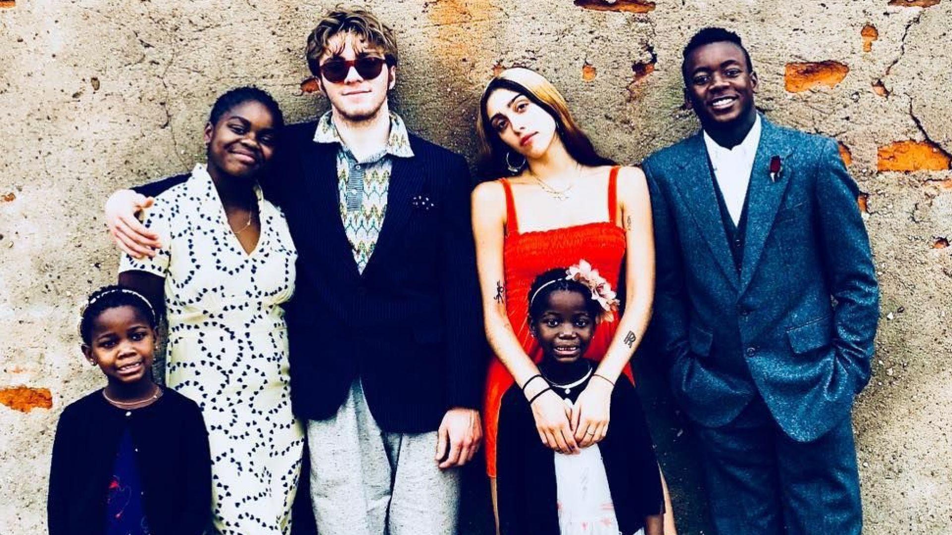 Мадона събра шестте си деца за Деня на благодарността