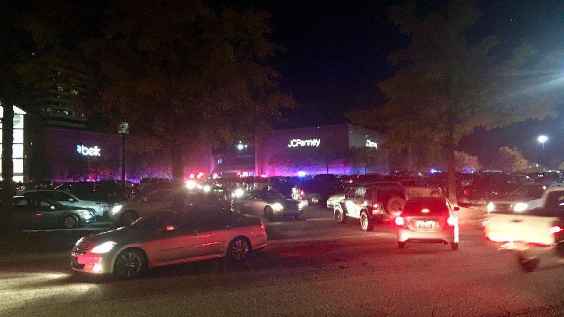 """Кървав """"Черен петък"""" в Алабама - мъж откри стрелба и бе убит в мол"""