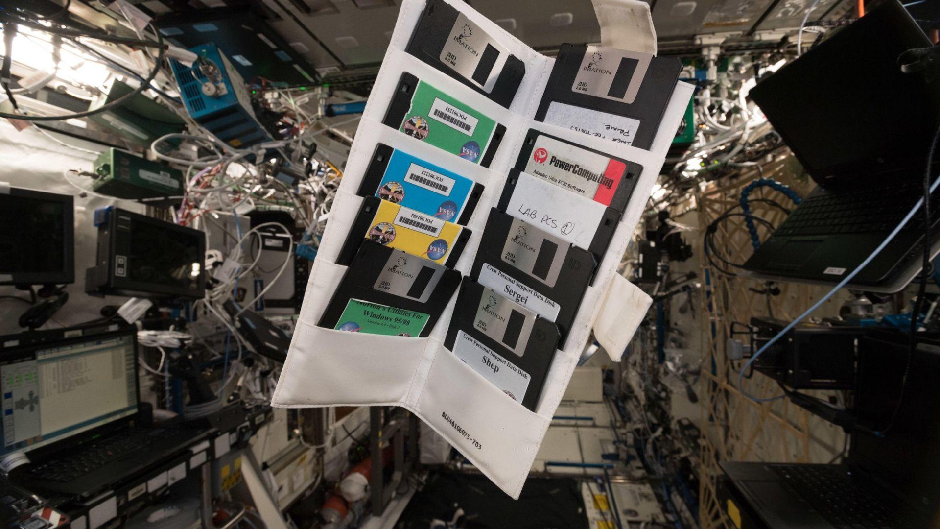Находка в МКС: Работи ли с Windows 95 руската космическа програма?