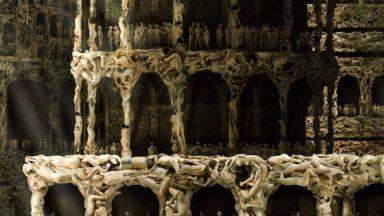 Да построиш Вавилонската кула от голи човешки тела за 4 години