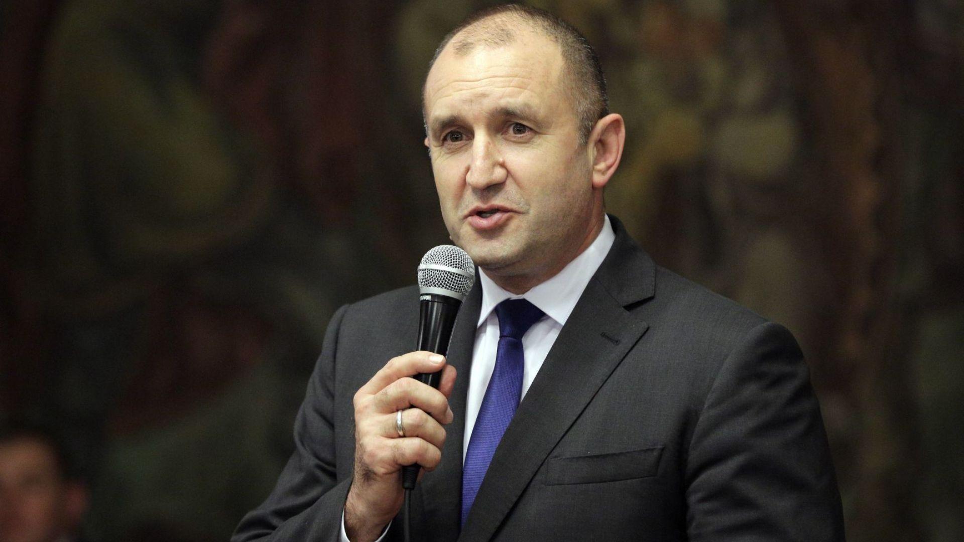 """Румен Радев коментира """"раздухваните скандали"""" със семейството му"""