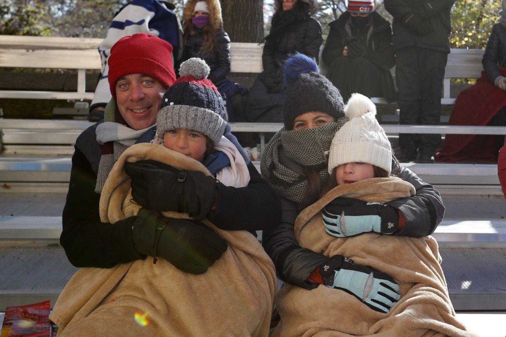 Семействата зъзнат в Ню Йорк, но не се отказват от шоуто