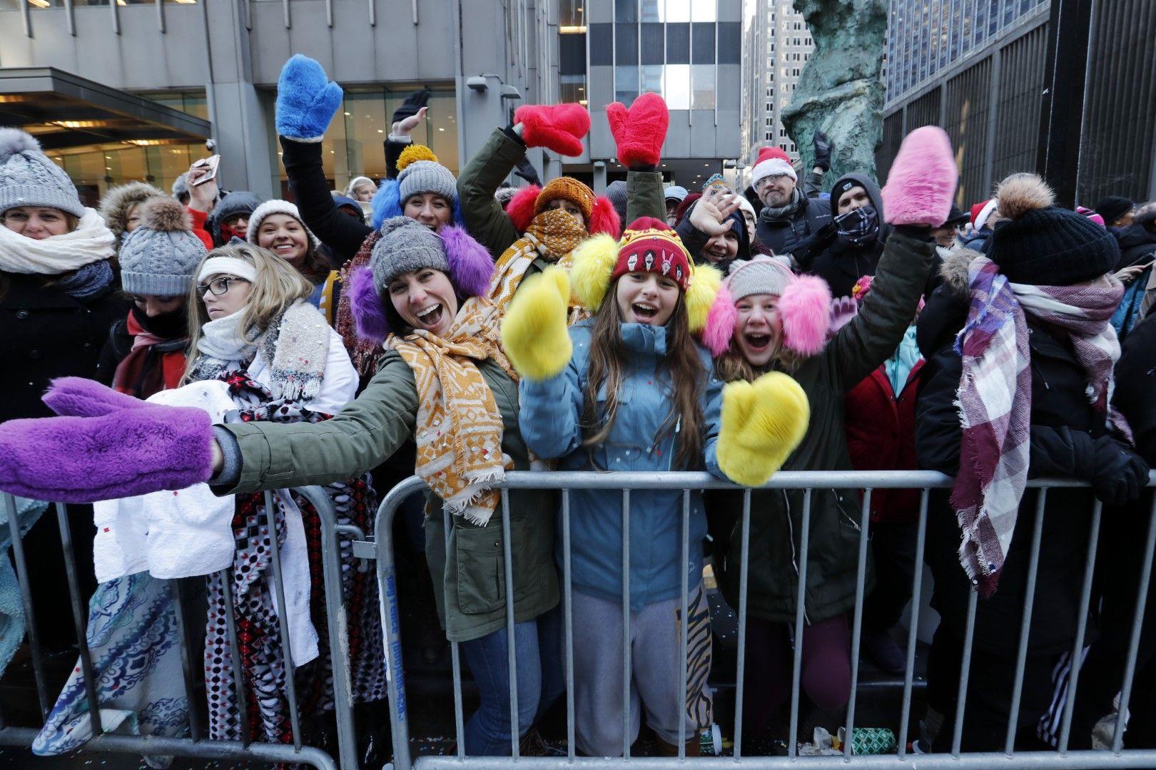 Хората се наслаждават на парада в Ню Йорк